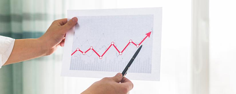 Economia surpreende e leva a revisão de projeções do PIB para este ano